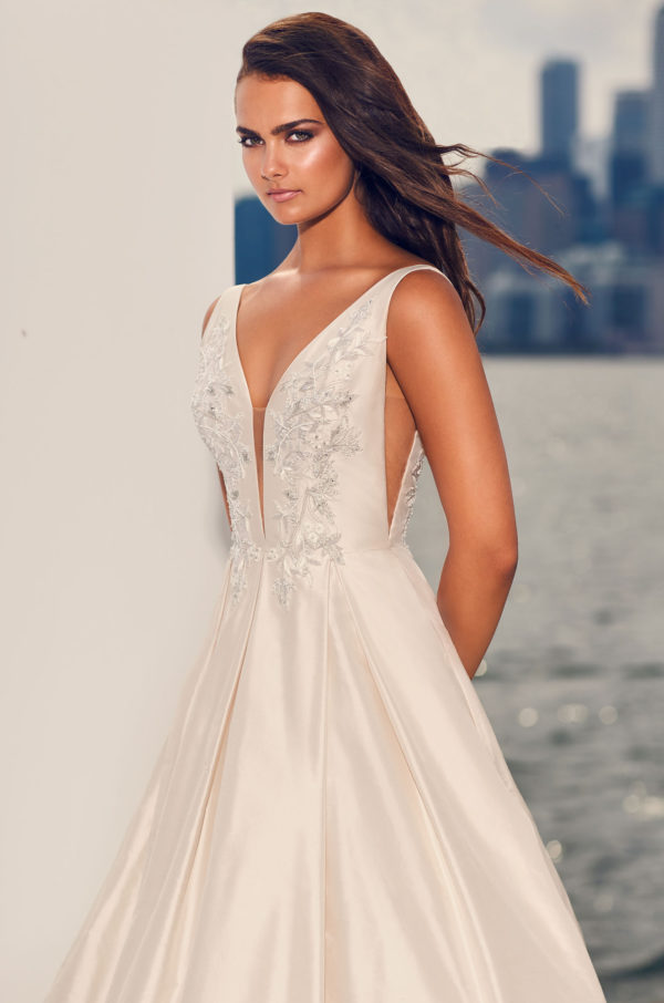 Mira Couture Paloma Blanca 4825 Wedding Dress Bridal Gown Chicago Boutique Front Detail